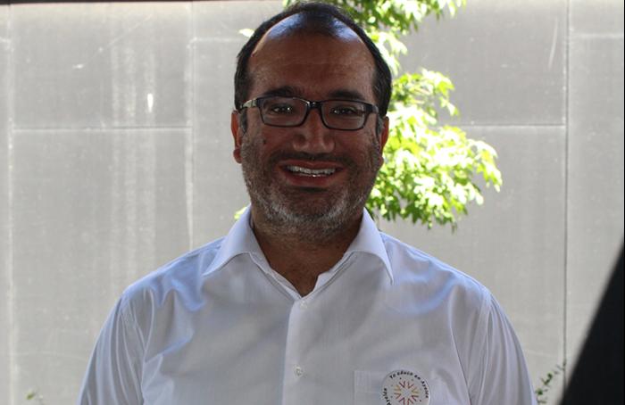 Víctor Arroz asume como nuevo director